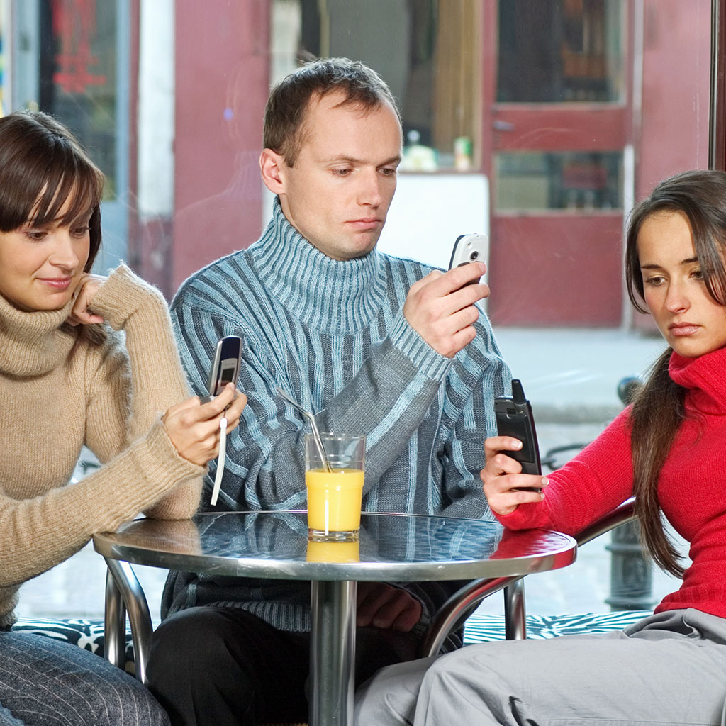 FWX CELL PHONES IN RESTAURANTS_0