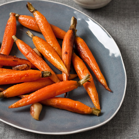 FWX EASY CARROT RECIPES WHOLE ROASTED CARROTS WITH GARLIC
