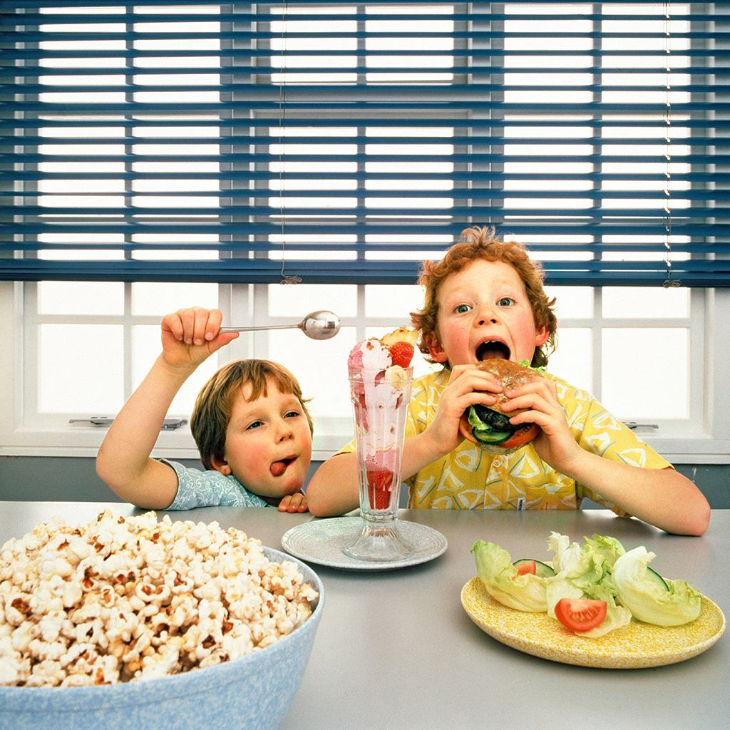 FWX KIDS EATING JUNK FOOD