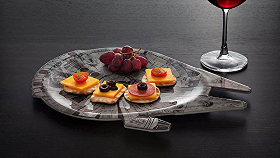 <strong>Millennium Falcon Serving Platter</strong>