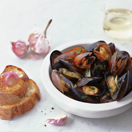 How to Open a Bottle of Wine: Sauvignon Blanc-Steamed Mussels with Garlic Toasts