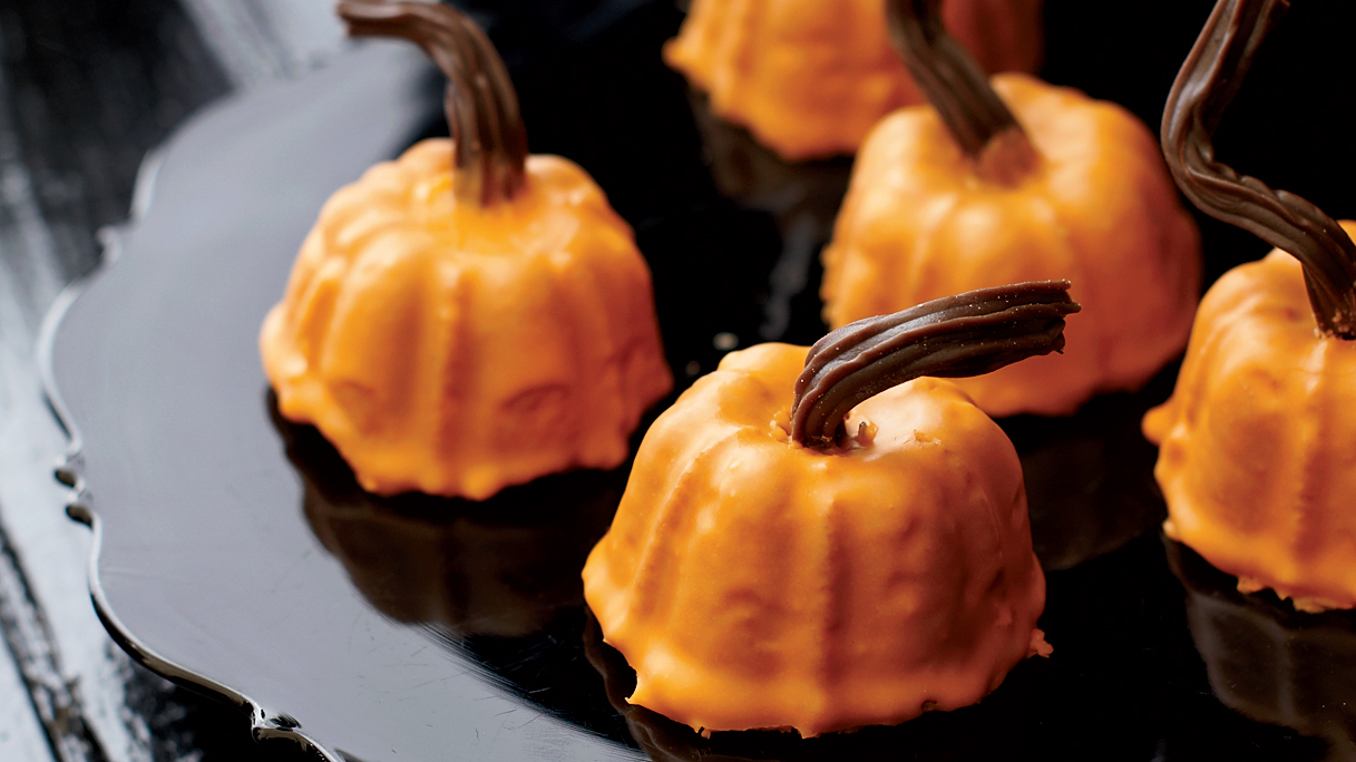 14 Halloween Pumpkin Cake Recipes & Ideas