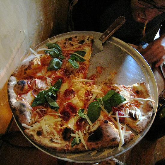 201303-HD-best-pizza-places-lucali.jpg