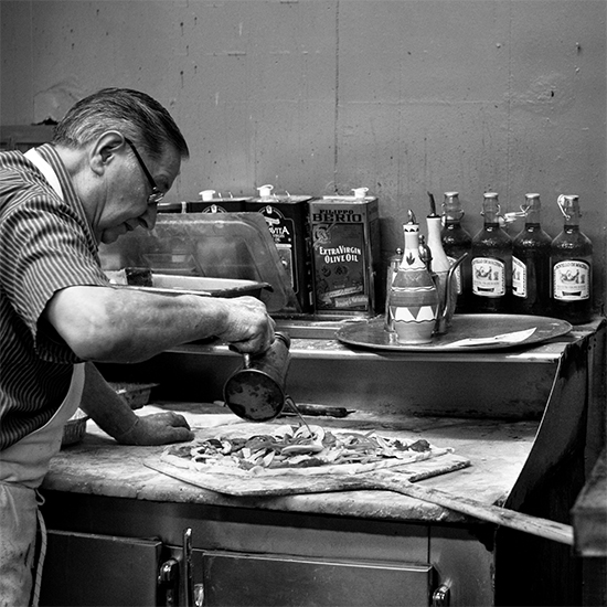201401-HD-photo-tour-brooklyn-difara-pizza.jpg