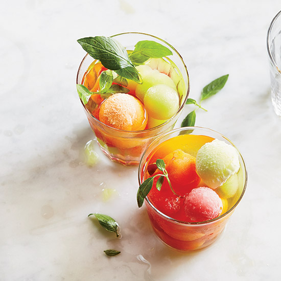201410-r-wine-punch-with-melon-ice-cubes.jpg