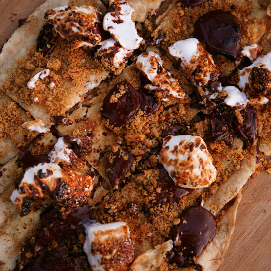 HD-201004-r-smores-pizza.jpg