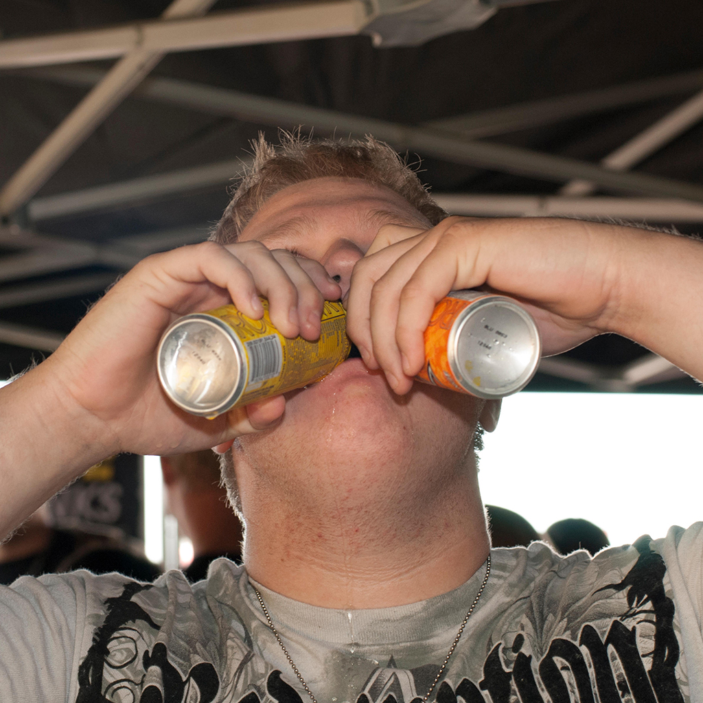 FWX WHAT CHUGGING AN ENERGY DRINK DOES TO YOUR BODY_0