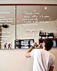 images-sys-201110-a-paris-wine-bars.jpg