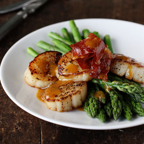 Asparagus with Scallops, Browned Butter and Prosciutto