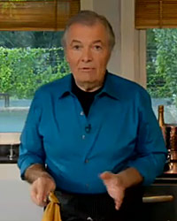 Jacques Pepin demonstrates how to make crêpes.