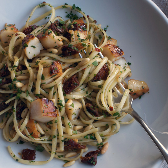 Linguine with Scallops, Sun-Dried Tomatoes, and Pine Nuts
