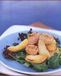Seared Scallop Salad with Apple Wedges