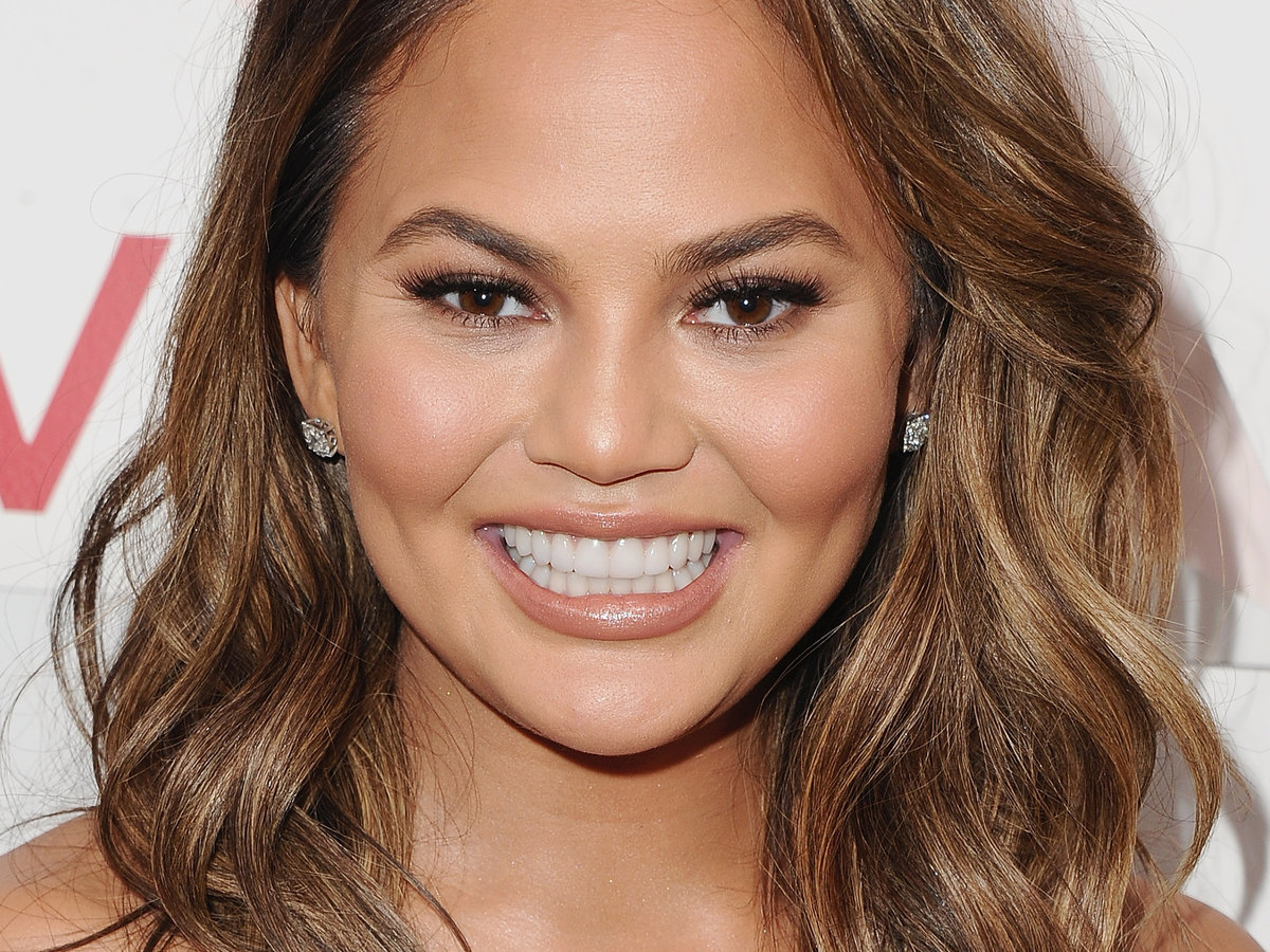 Chrissy Teigen Ate at Outback and Left a Massive Tip for Her Waitress