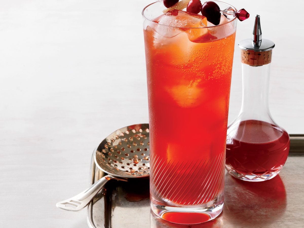 201110-r-cranberry-spice-cocktail.jpg