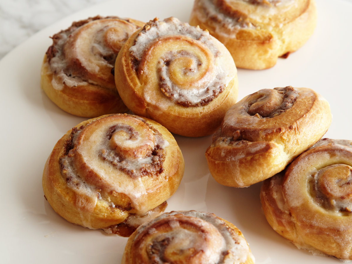 Wcg two cinnamon buns - 1 8