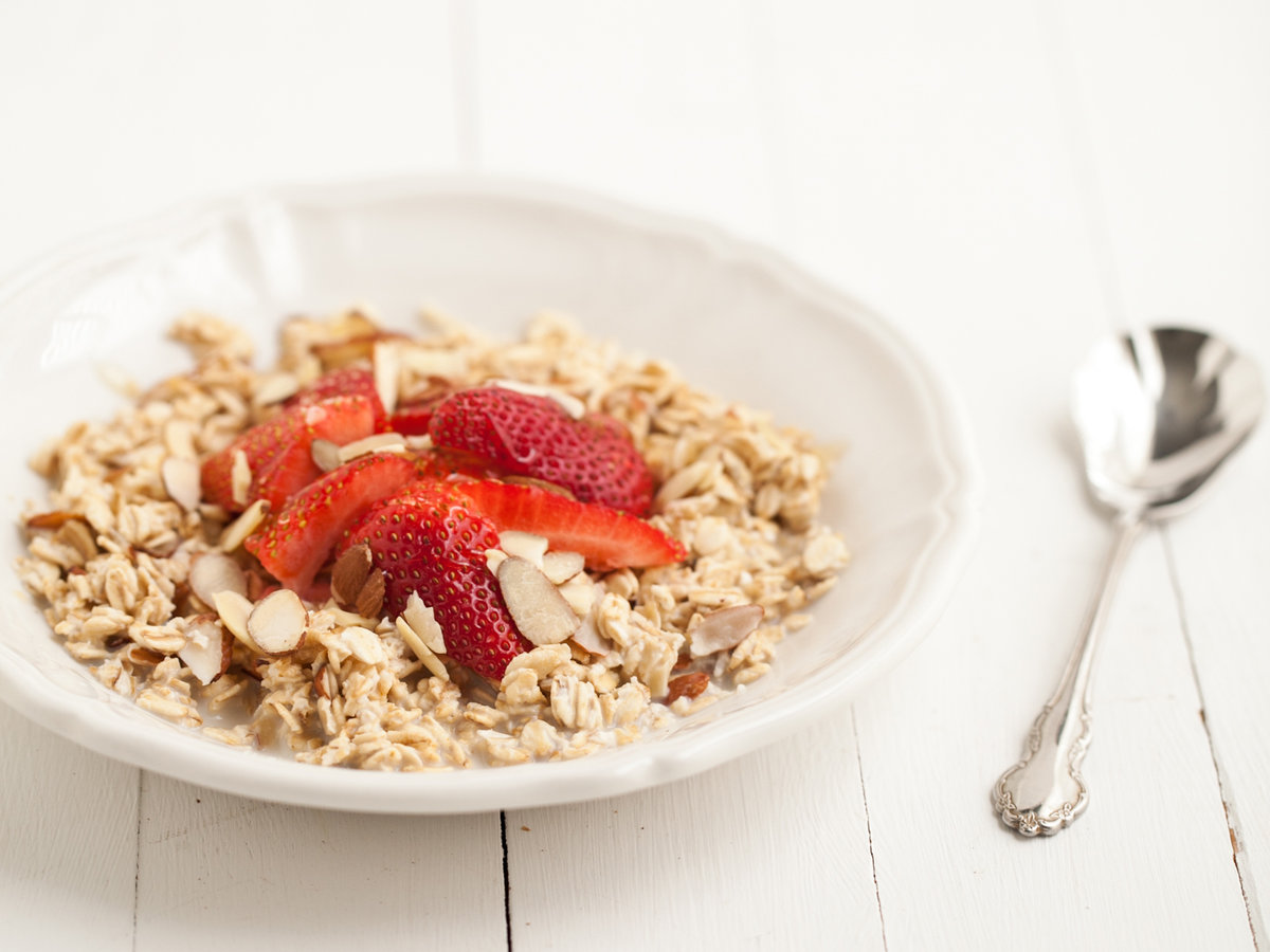 original-2013-r-overnight-oats-with-strawberries.jpg