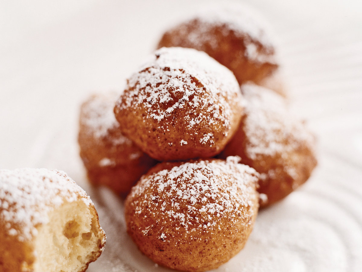 Gale Gand's Sugar-Dusted Vanilla Ricotta Fritters