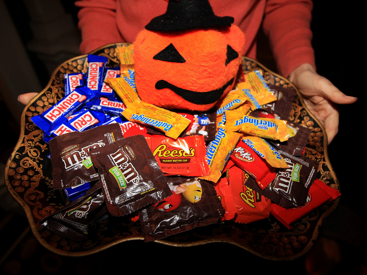 Elizabeth Warren Hands Out Halloween Candy