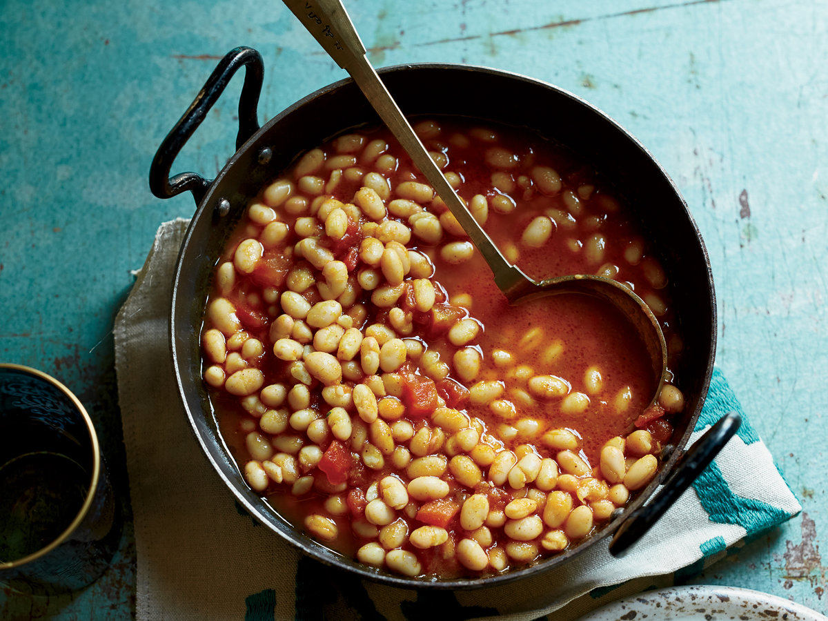 Kurdish White Beans with Tomatoes and Dried Lime