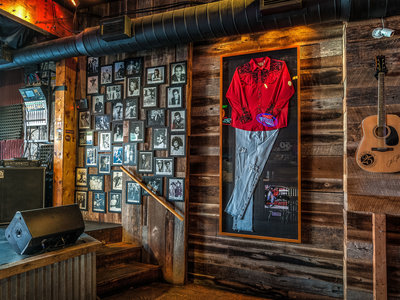 Icon Wall_Alan Jackson New Bar