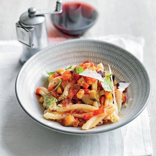 Pasta with Tomato and Black Olive Sauce
