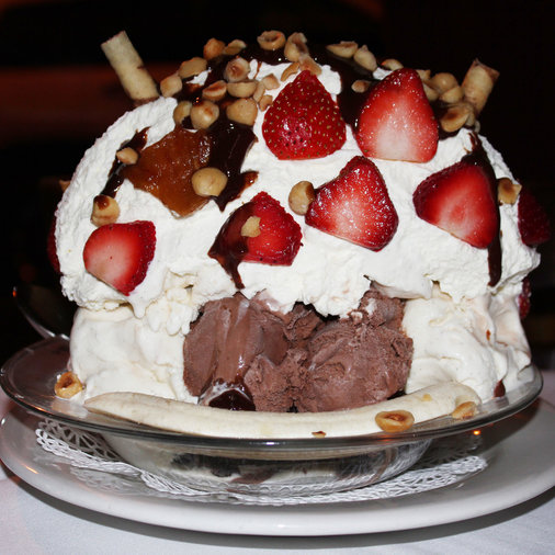 carmines tugboat ice cream sundae