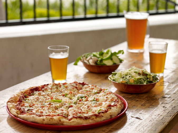 pizza-port-brewing-company-pacific-coast-highway-breweries-FT-SS1017.jpg