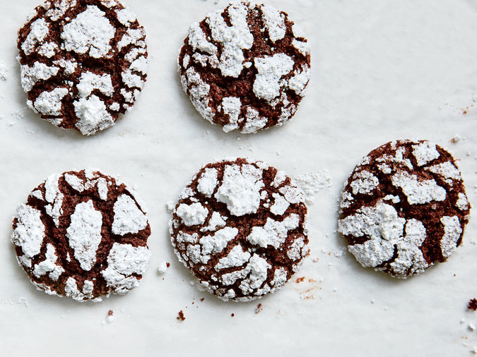 Chocolate Pretzel Crinkle Cookies