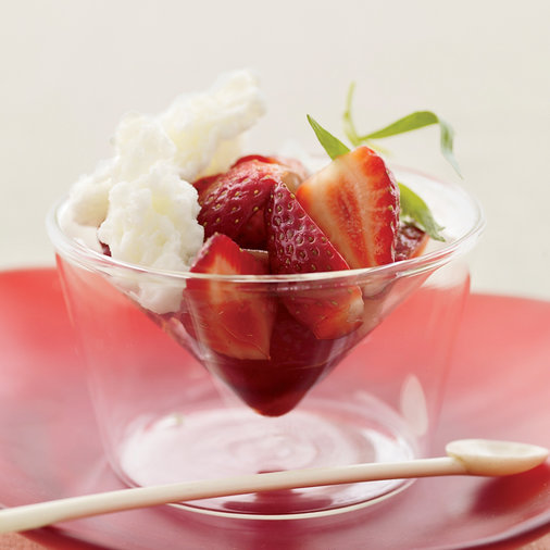 "<h1 itemprop=""name"">Strawberries with Buttermilk Ice and Balsamic Vinegar</h1>"