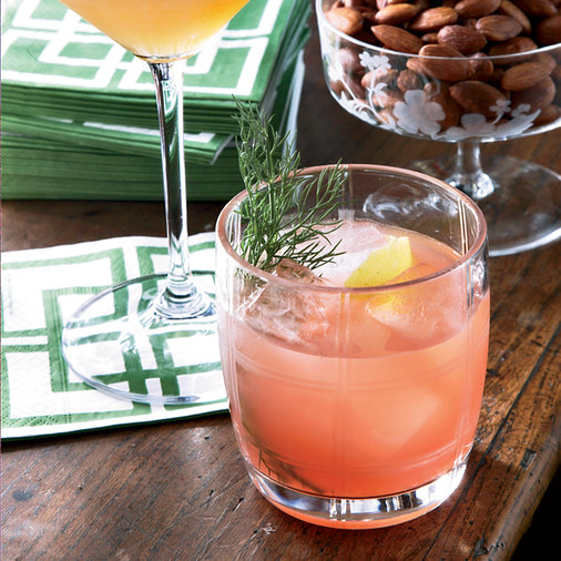 9 Spring Cocktails to Mix for Mom