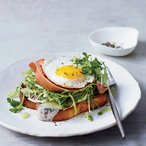 <p>Brioche with Prosciutto, Gruyère and Egg</p>