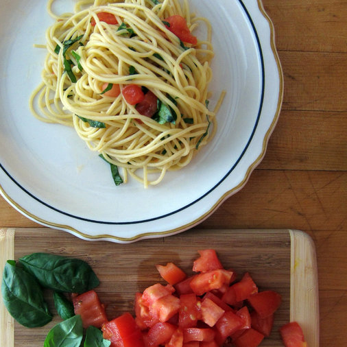 Fresh Tomato and Basil Spaghetti