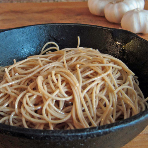 Whole Wheat Spaghetti with Garlic and Olive Oil