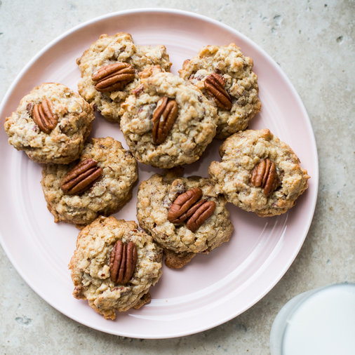 Oatmeal Cookies with Roasted Pecans