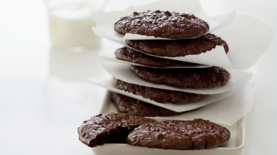 <p>7 Flourless Desserts for Passover</p>