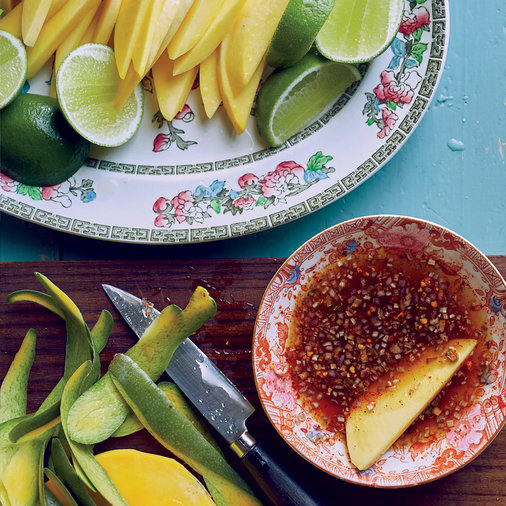 Green Mango with Dipping Sauce