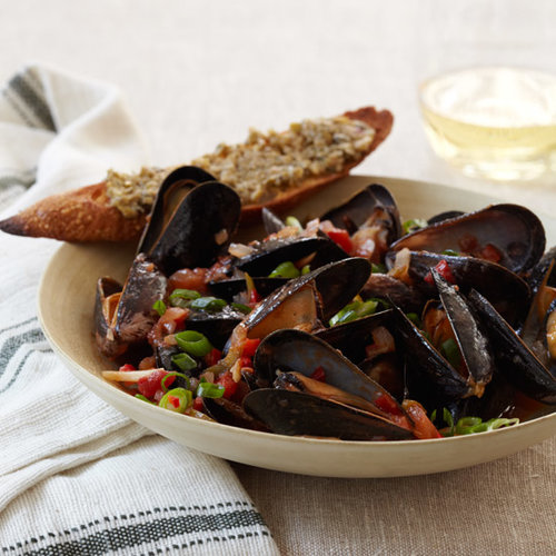 Healthy Mario Batali Recipe: Chile-Steamed Mussels with Green Olive Crostini