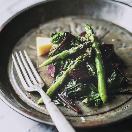 Beet-and-Asparagus Salad with Roasted Garlic Dressing