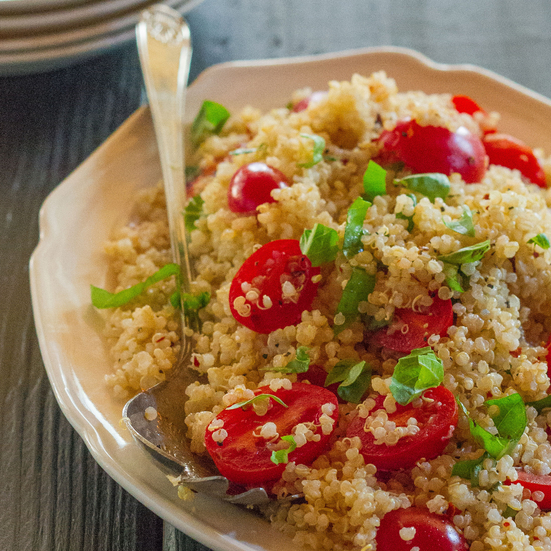Quinoa Salad with Tomatoes and Basil