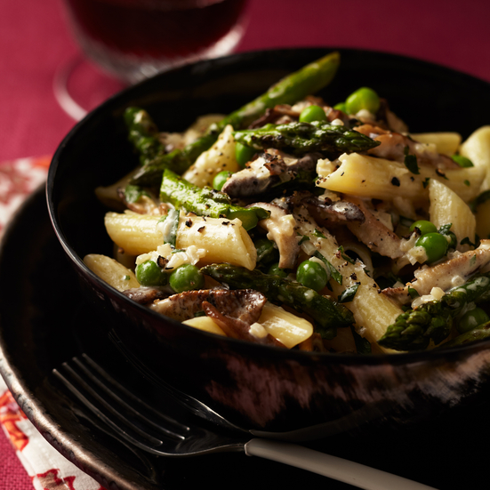 Penne with Asparagus, Peas, Mushrooms & Cream