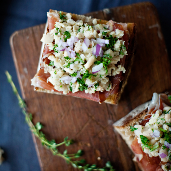 White-Bean and Prosciutto Bruschetta