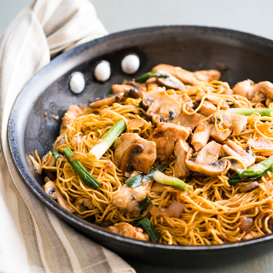 Mushroom and Garlic Chicken Chow Mein