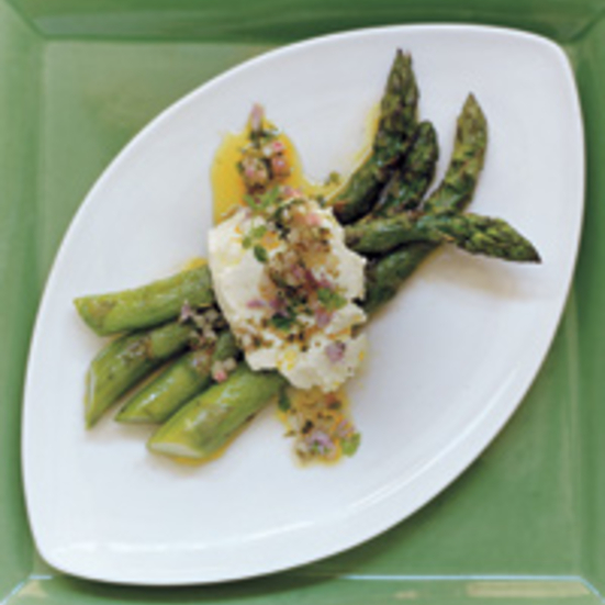 Grilled Asparagus with Mozzarella