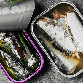 Food & Wine: The Difference Between Sardines and Anchovies