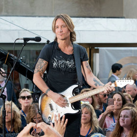 mkgalleryamp; Wine: Keith Urban Seemed Short on Cash at a N.J. Store so Local Teacher Graciously Picked Up the Tab