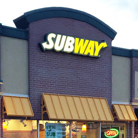 Food & Wine: Subway Offers Delivery at 9,000 Locations