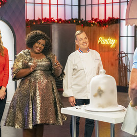 mkgalleryamp; Wine: Watch the Trailer for Netflix's 'Nailed It! Holiday!'