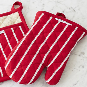 Food & Wine: 10 Great Oven Mitts for All Your Baking Projects