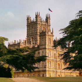 Food & Wine: The Real-Life Downton Abbey Is on Airbnb, and You Can Eat Dinner with the Earl and Countess
