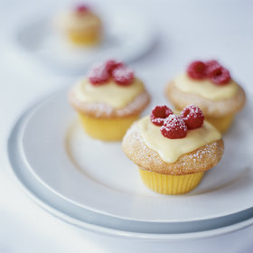 mkgalleryamp; Wine: Vanilla Cupcakes with Lemon Cream and Raspberries